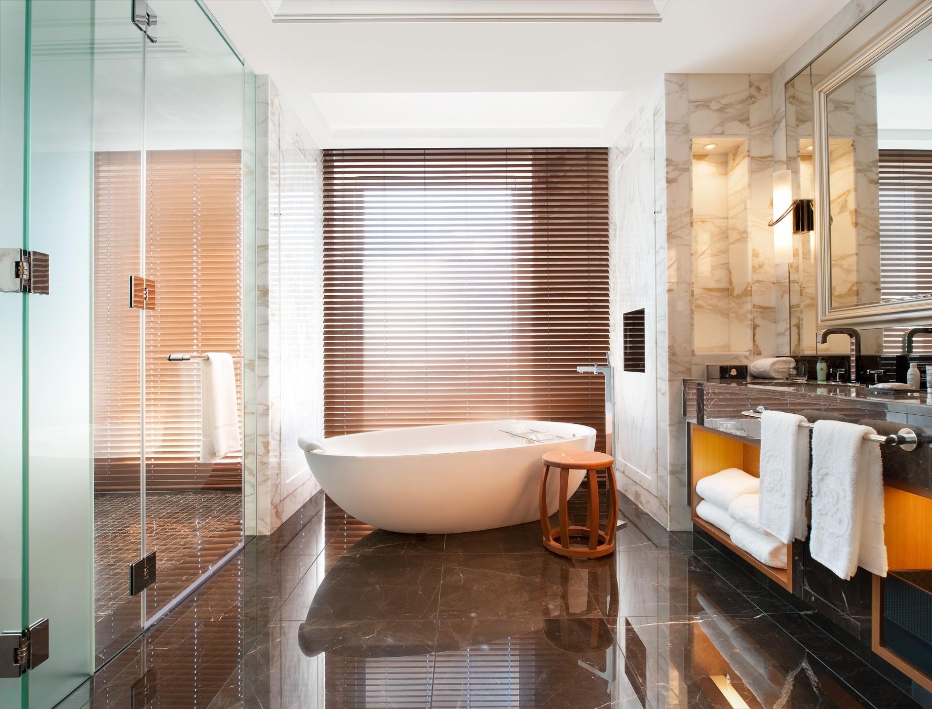str3198gb-94442-Royal-Suite—Bathroom