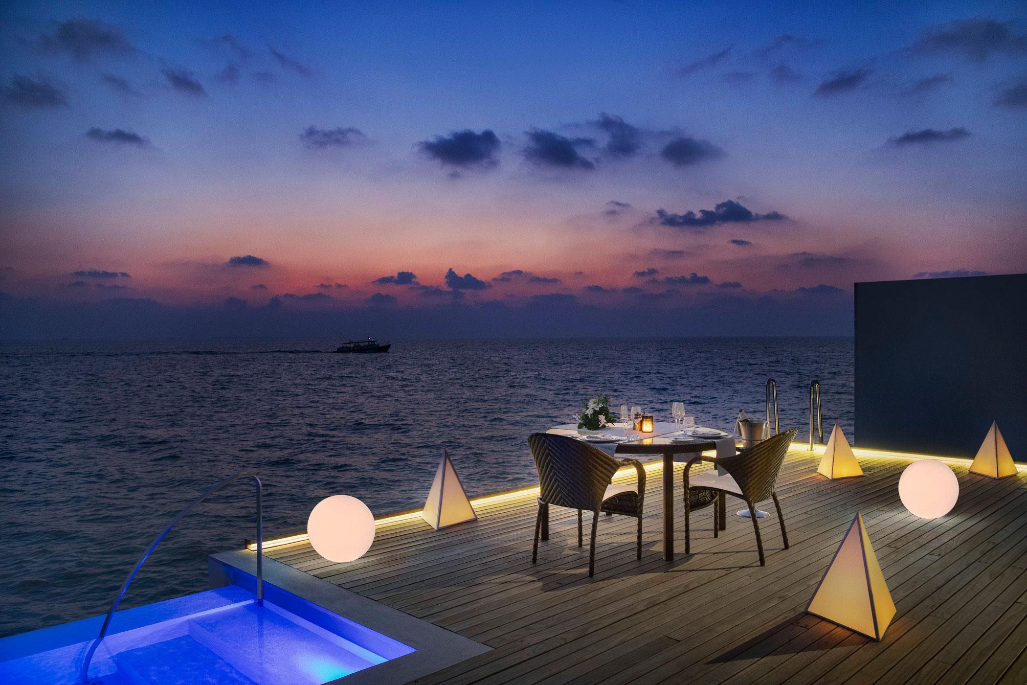 wesMLEWIed-274096-In-villa-Dining-Med