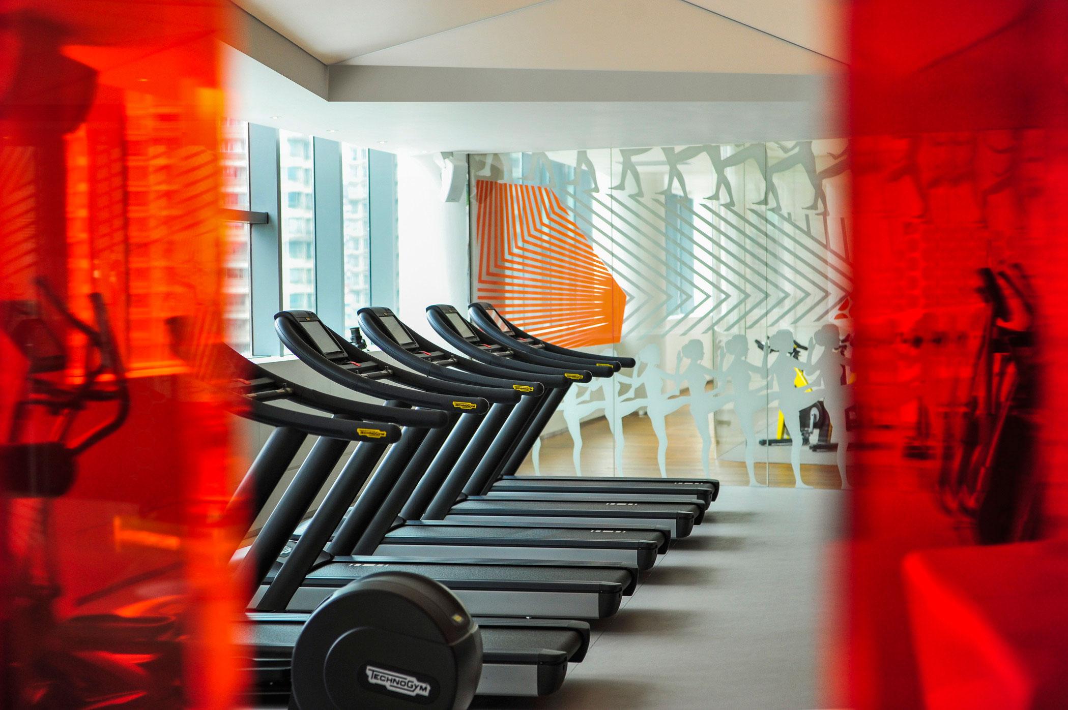 AwhoSHAWHfc-220635-FIT-Gym-Med