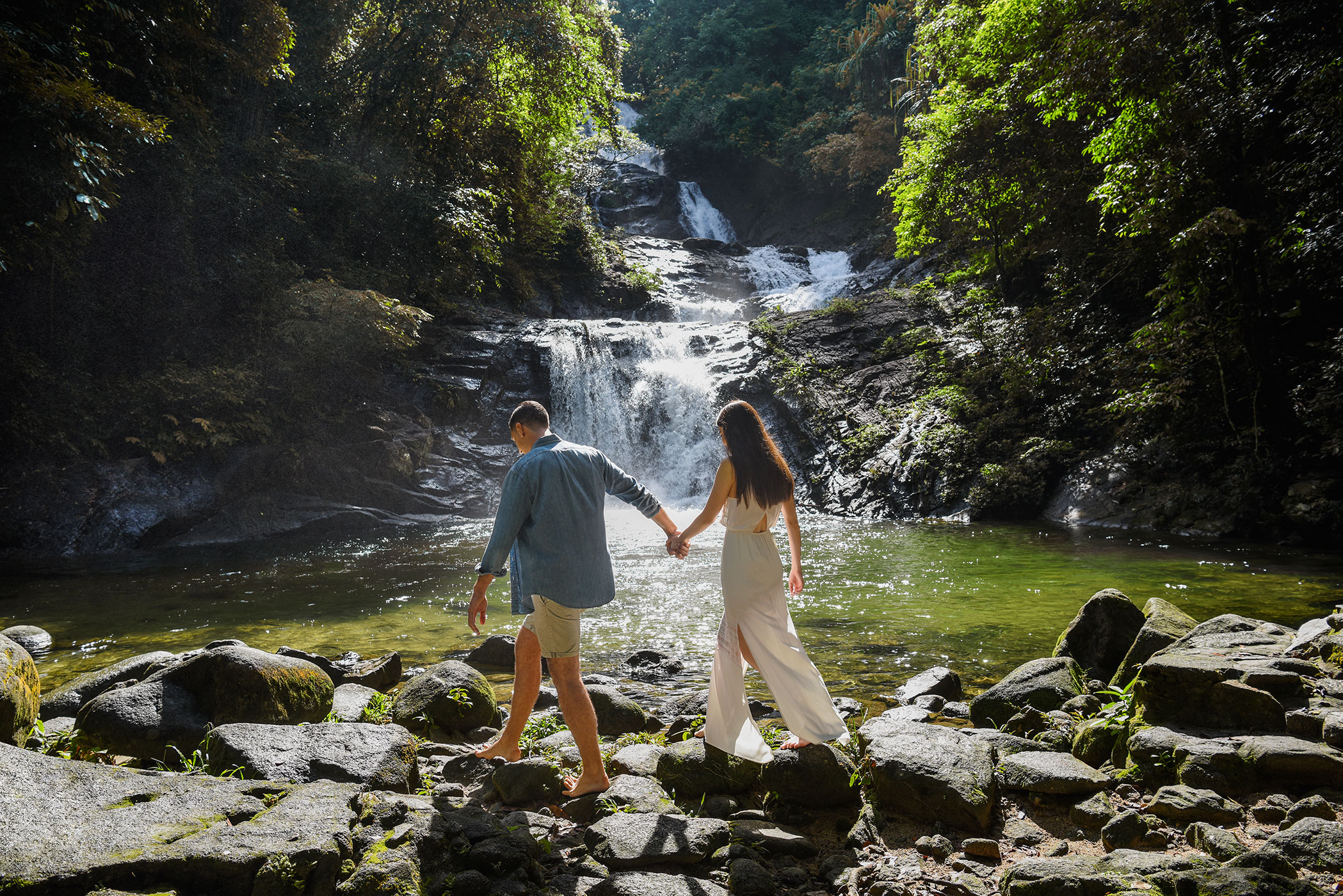 JW_HKTJW_Couple_at_Bang_Pae_Waterfall