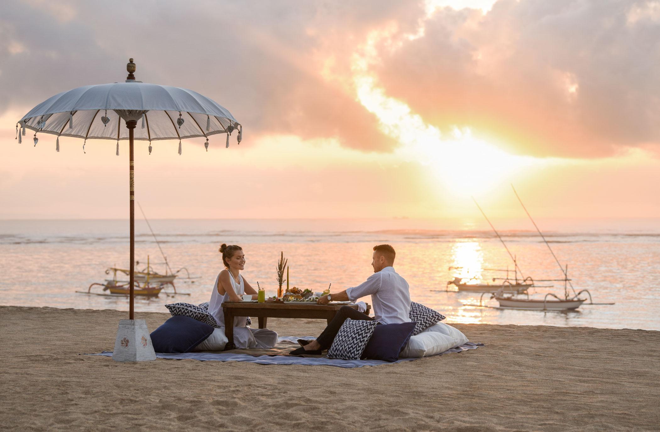 STR_DPSXR_Sunrise_Picnic_on_the-beach_01