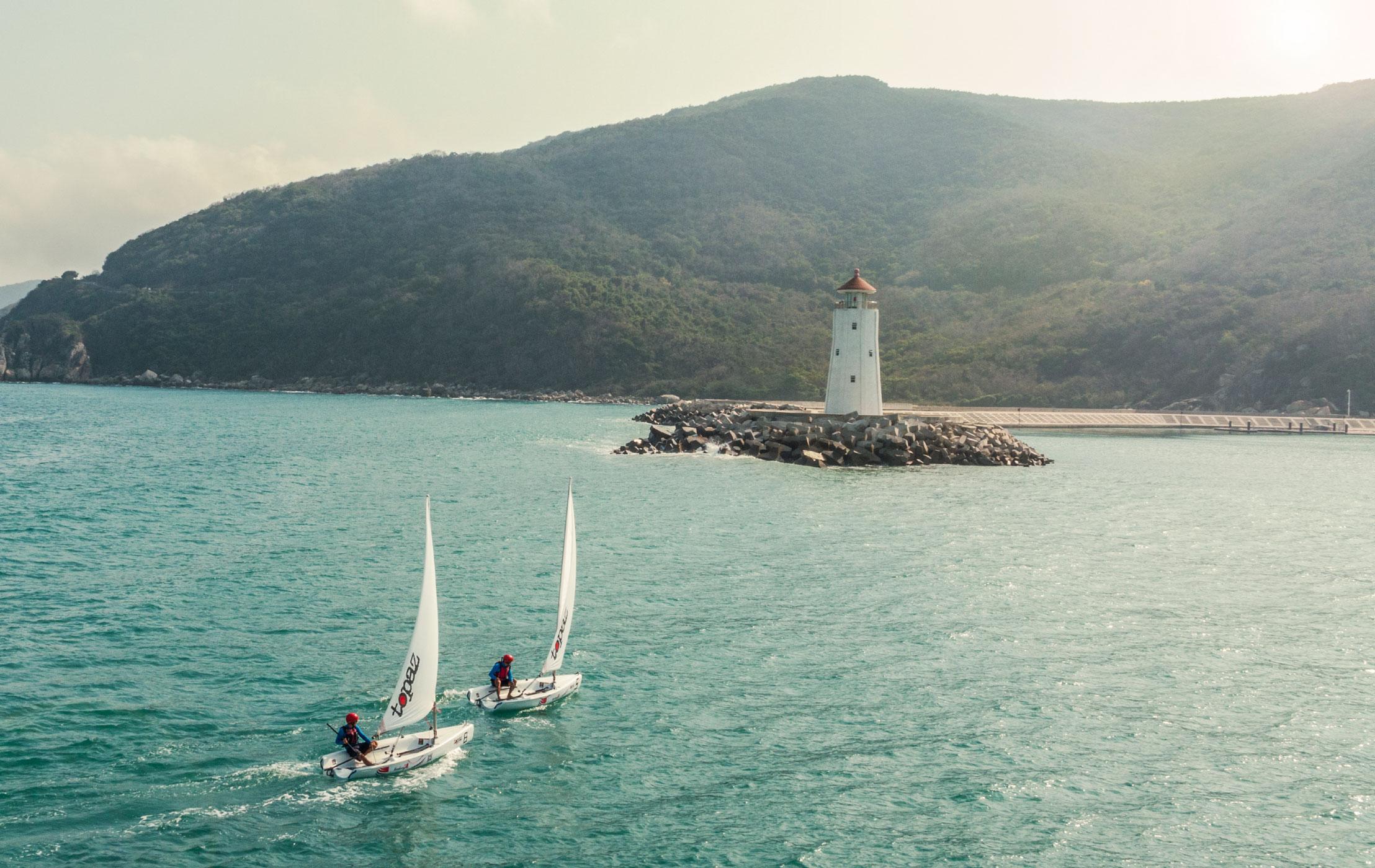 Sailing-Boat-02