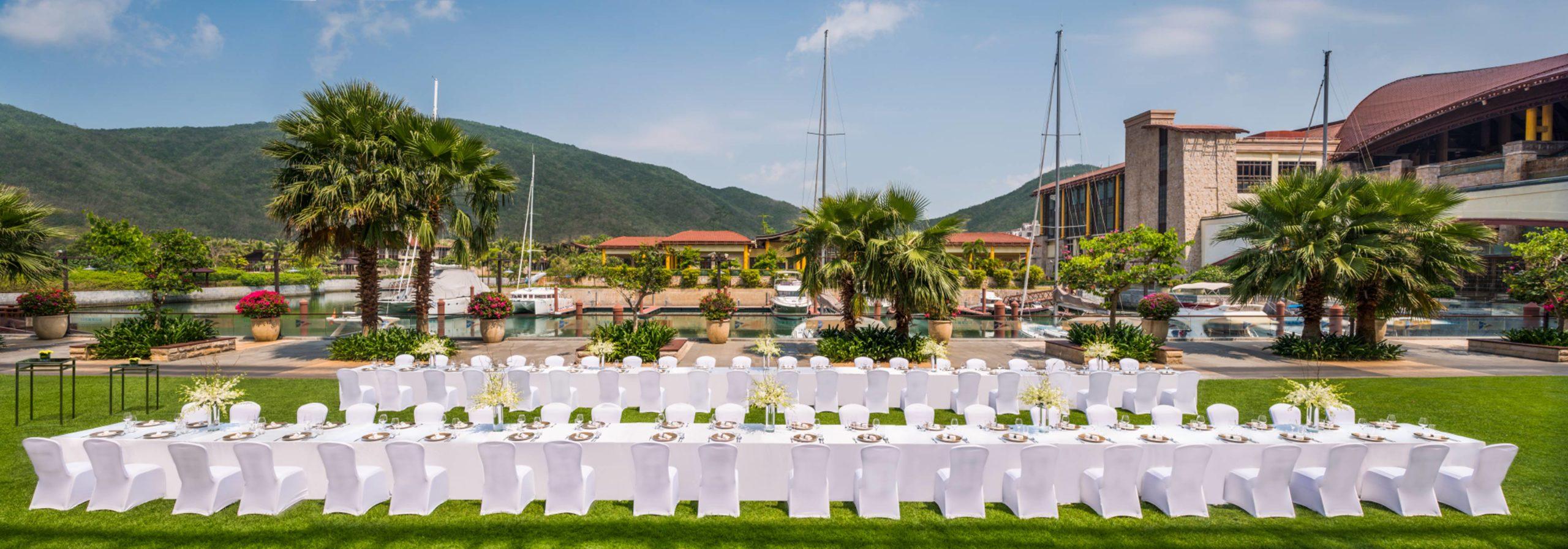 Long-Table-Dinner-at-Marina-Lawn